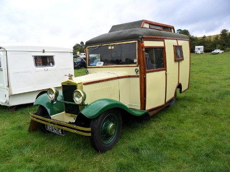 https://camping-car.org/articles/images/camping-cars/campingCarsAnciens/ccarVintage.01.jpg
